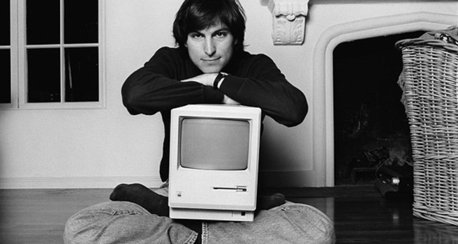steve_jobs_yoga_mac.jpg